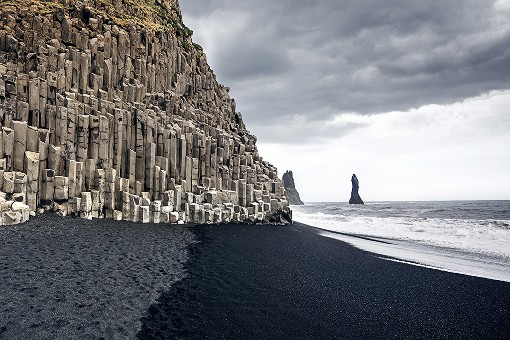 Black_Sand_Beach_Andrey_Bayda_Dreamstime.com Kopie