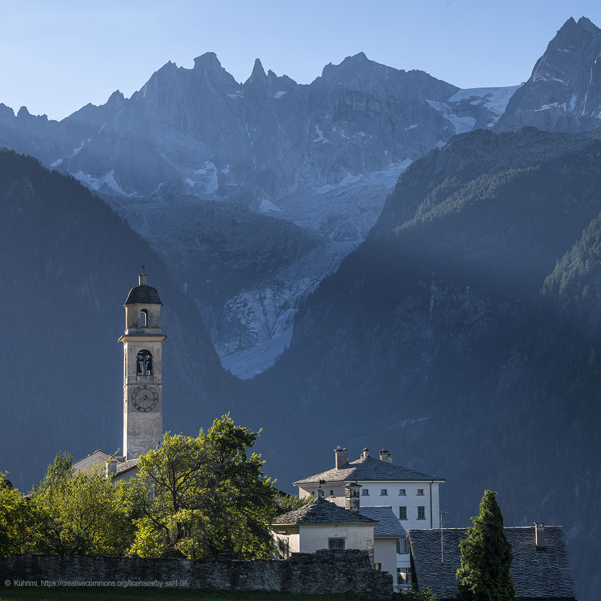 Soglio_in_the_morning